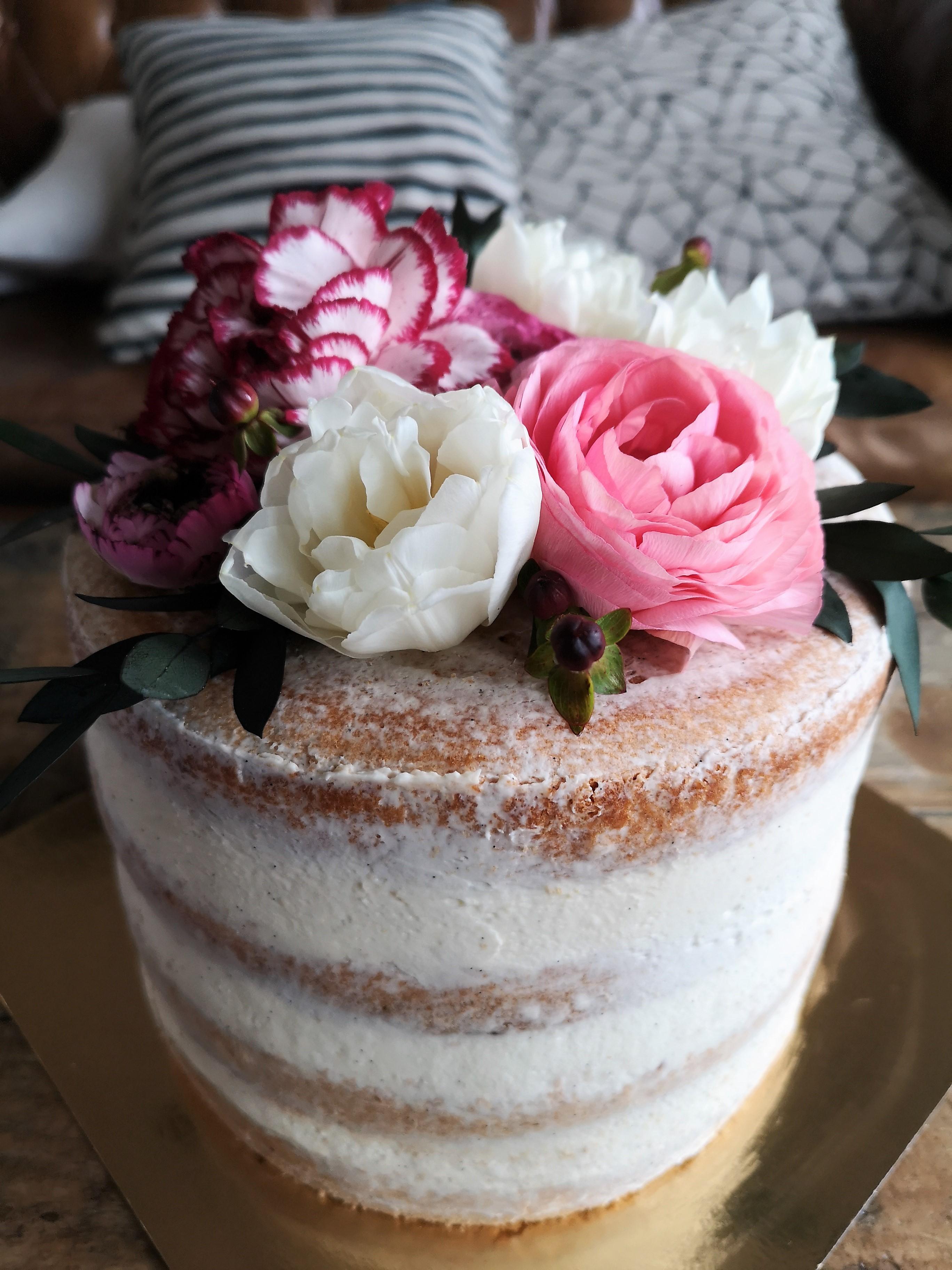 Naked-cake-chocolat-vanille-framboises